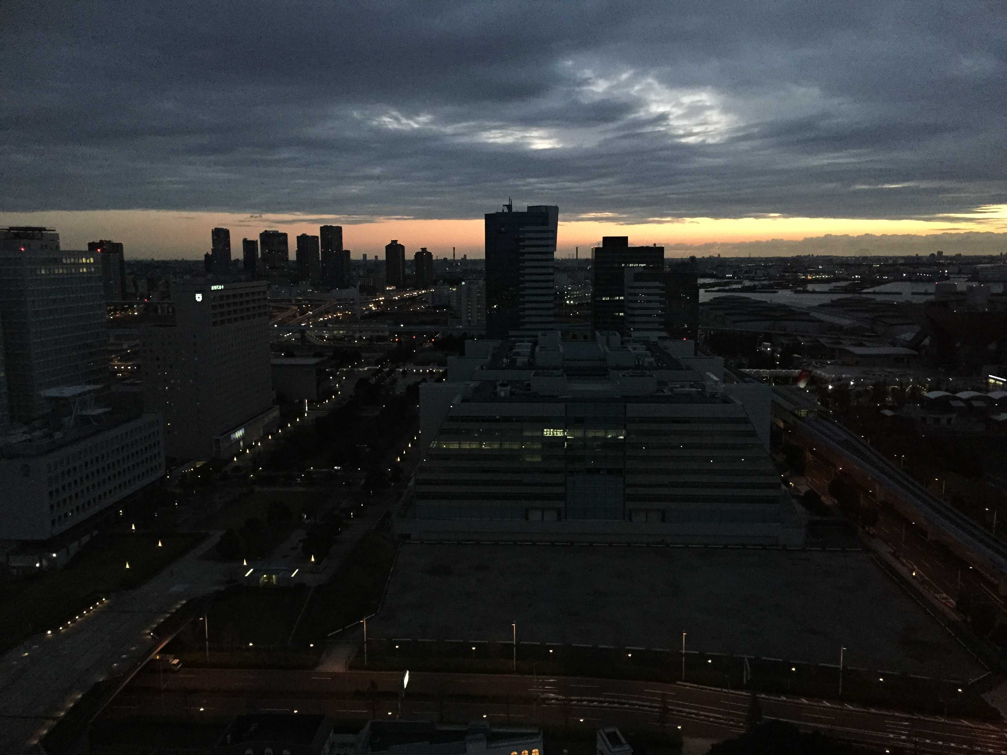 東京ベイコート倶楽部から見た朝焼け