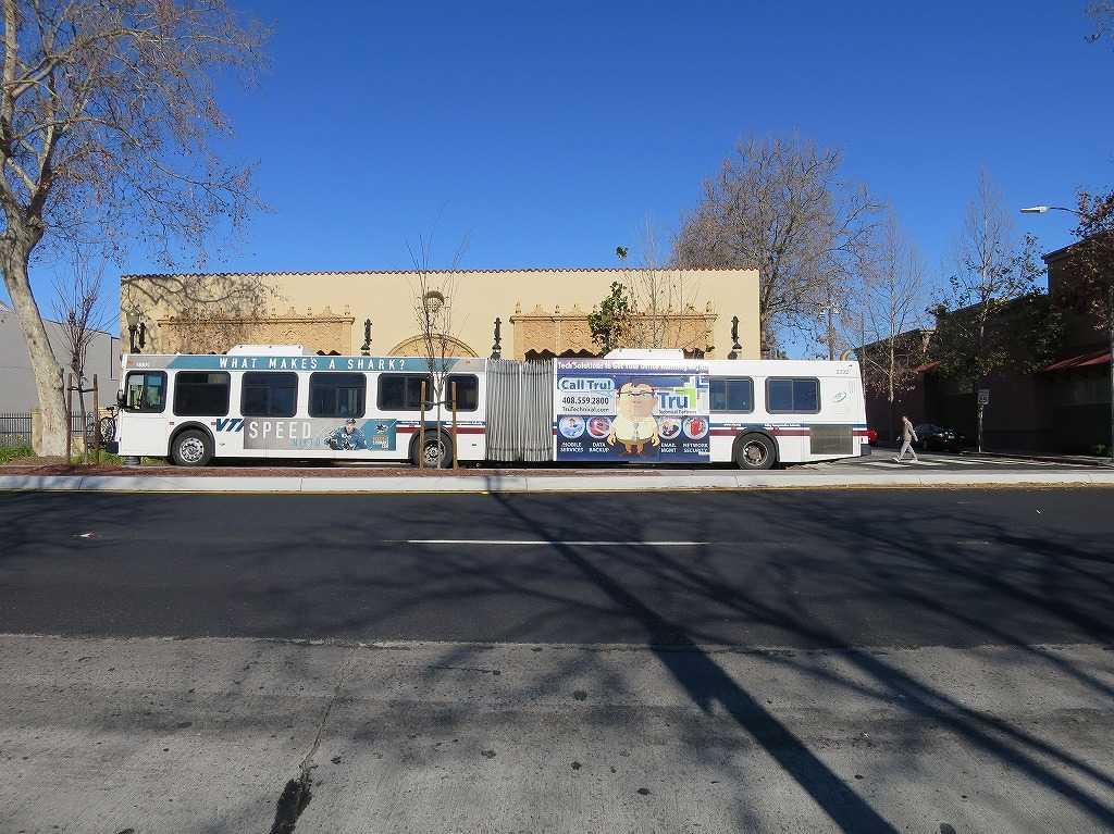サンノゼ市内やサンノゼ郊外を走る連節バス