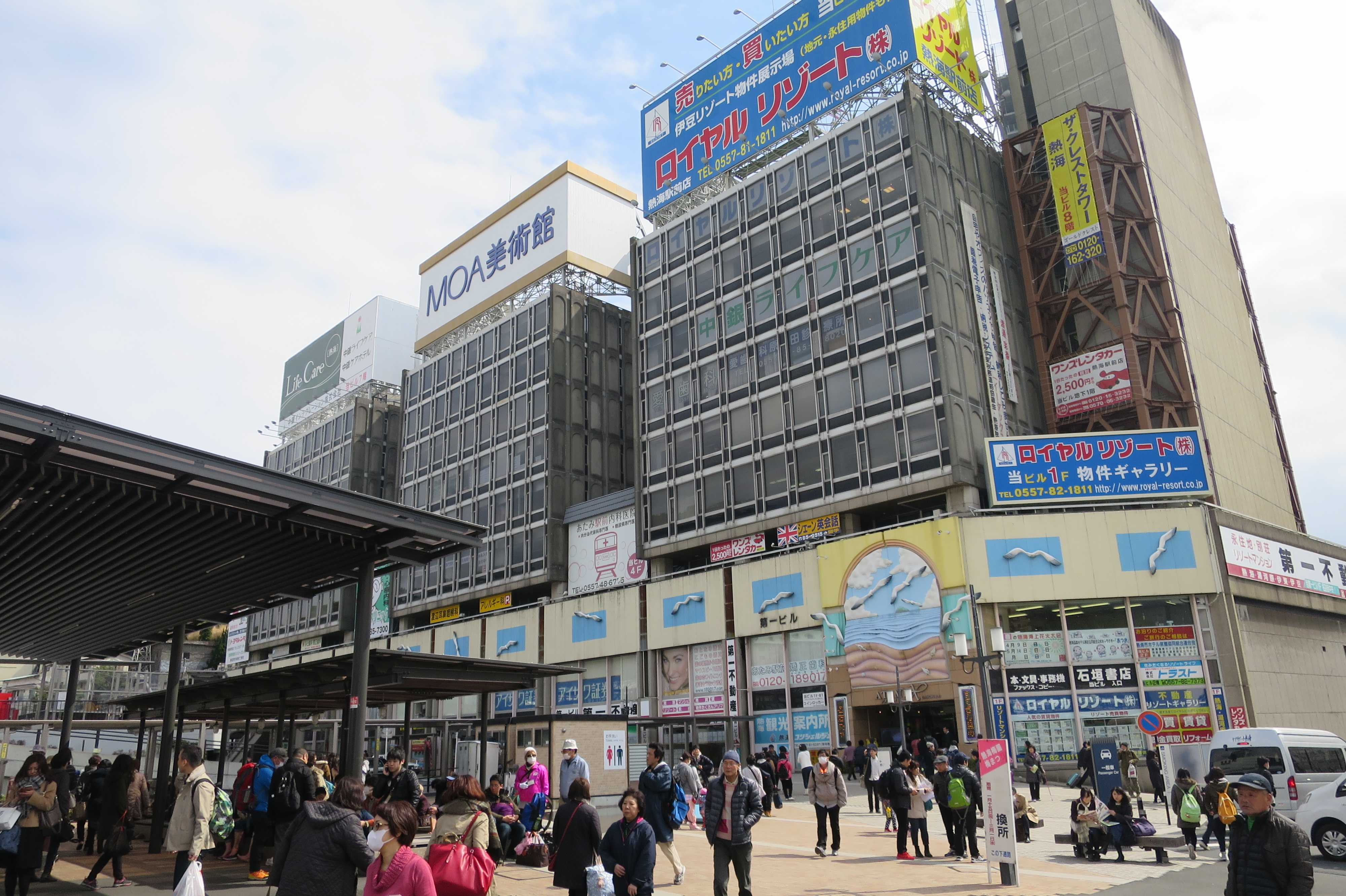 JR熱海駅前