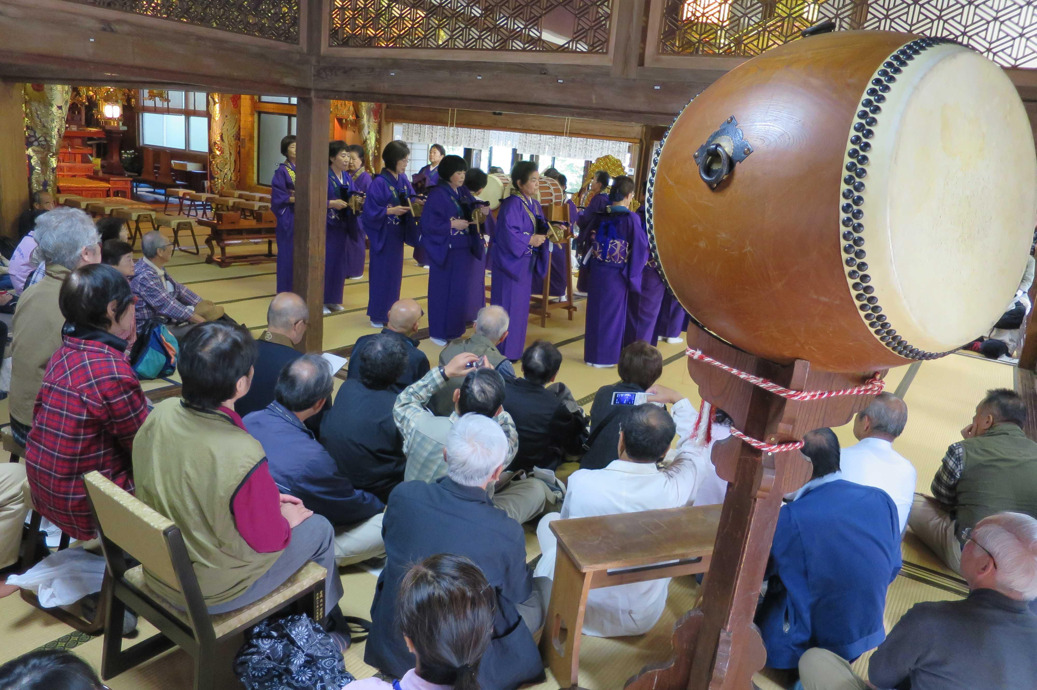無量光寺の踊り念仏 - 踊り念仏の様子