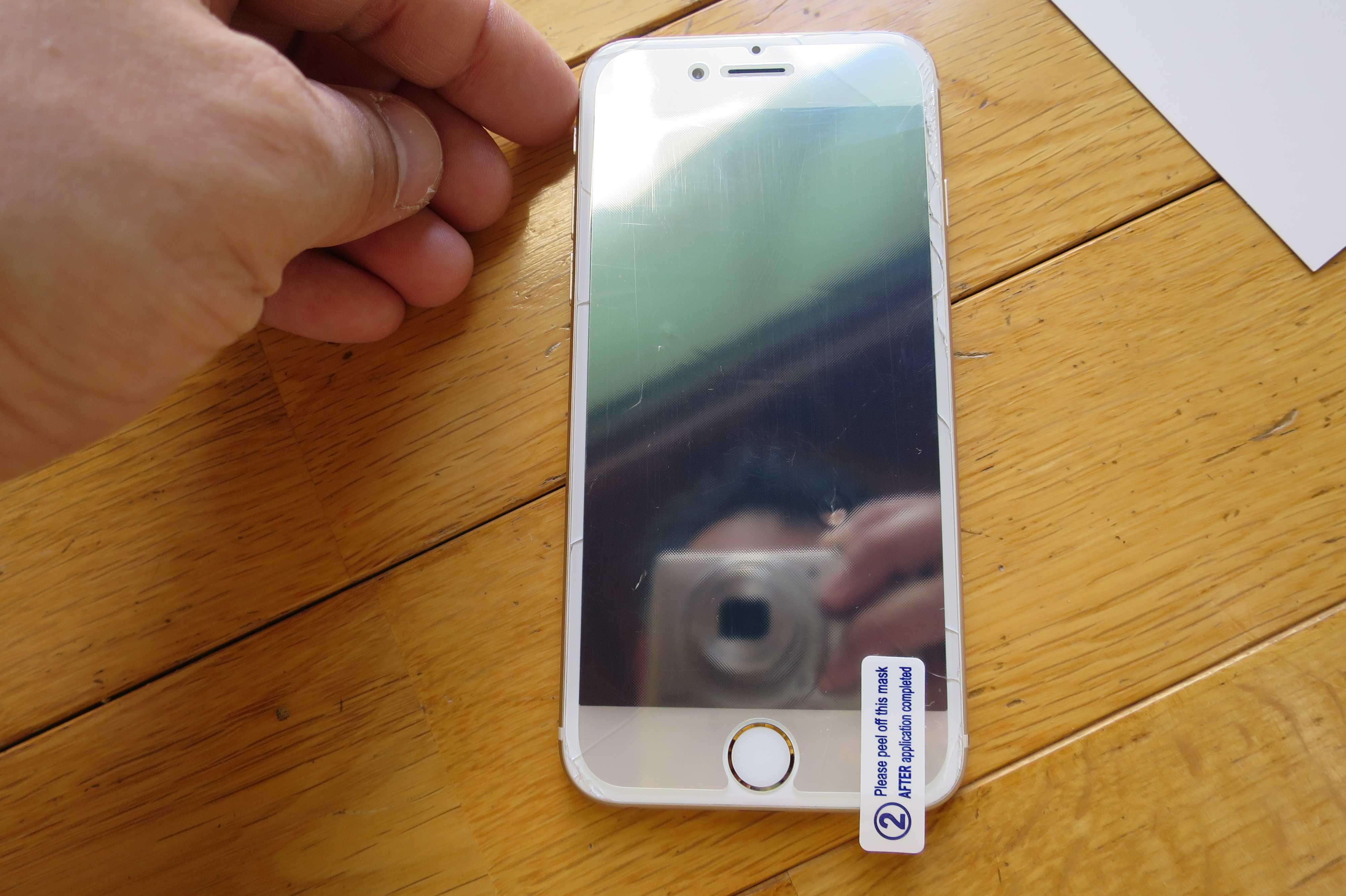 ダイソーの iPhone用液晶保護フィルムの貼り方