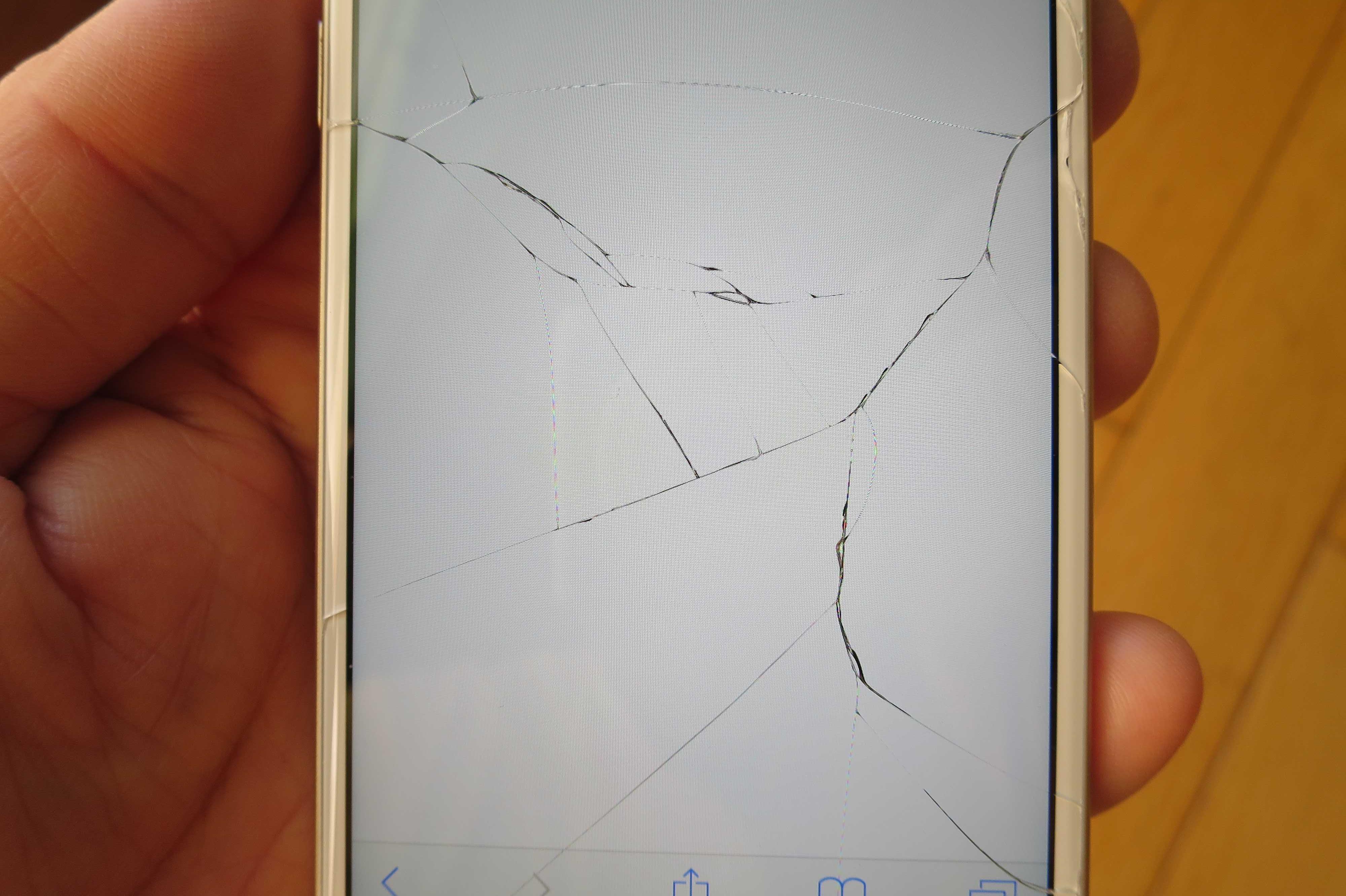 iPhone 6の割れた画面