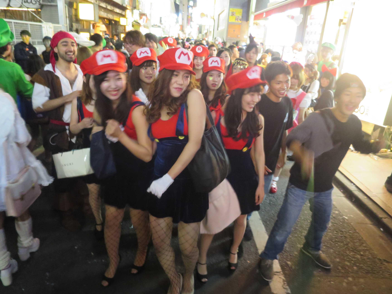 渋谷ハロウィン - マリオの大群