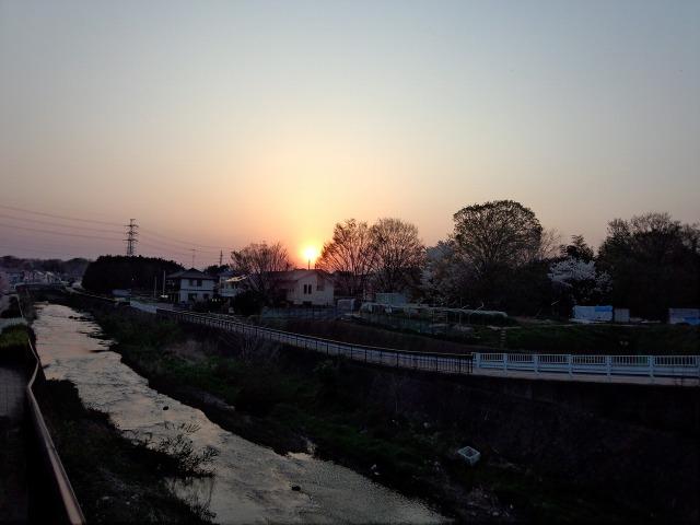 谷地川から見た夕日