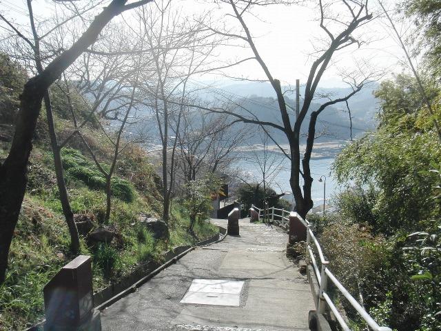 尾道ビュウホテルセイザンから市街へ下る坂道