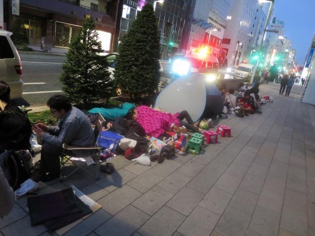 iPhone 6発売を寝袋持参で待つ中国人