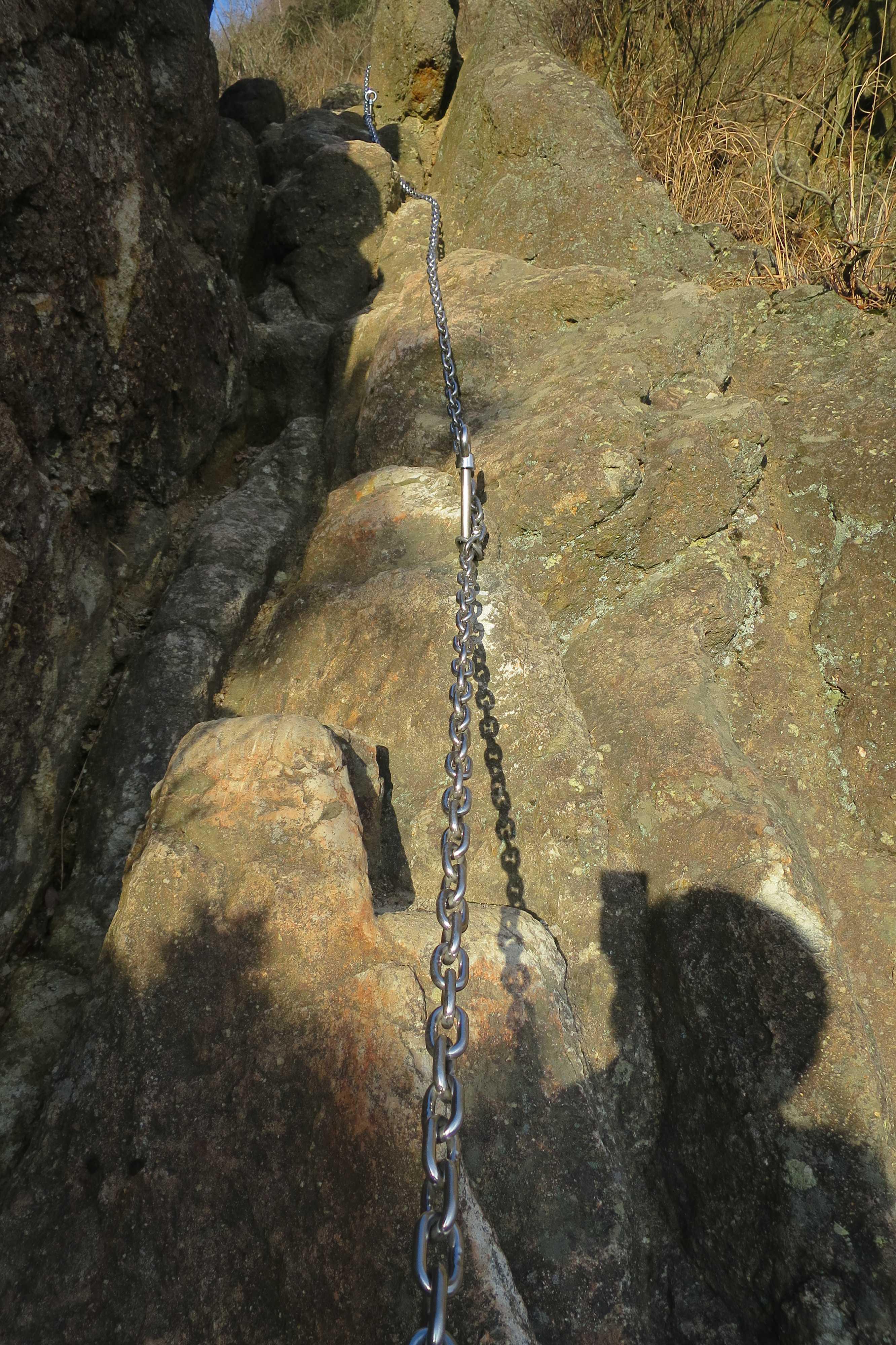 すごい角度の岩場 - 奥の院捨身ヶ嶽禅定