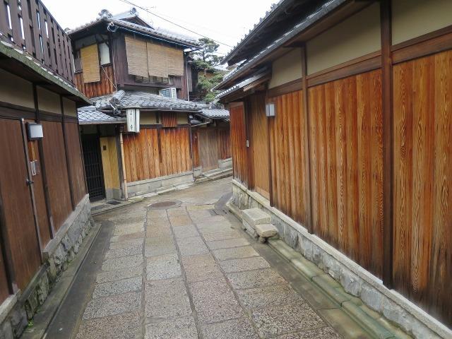 石塀小路の石畳の路