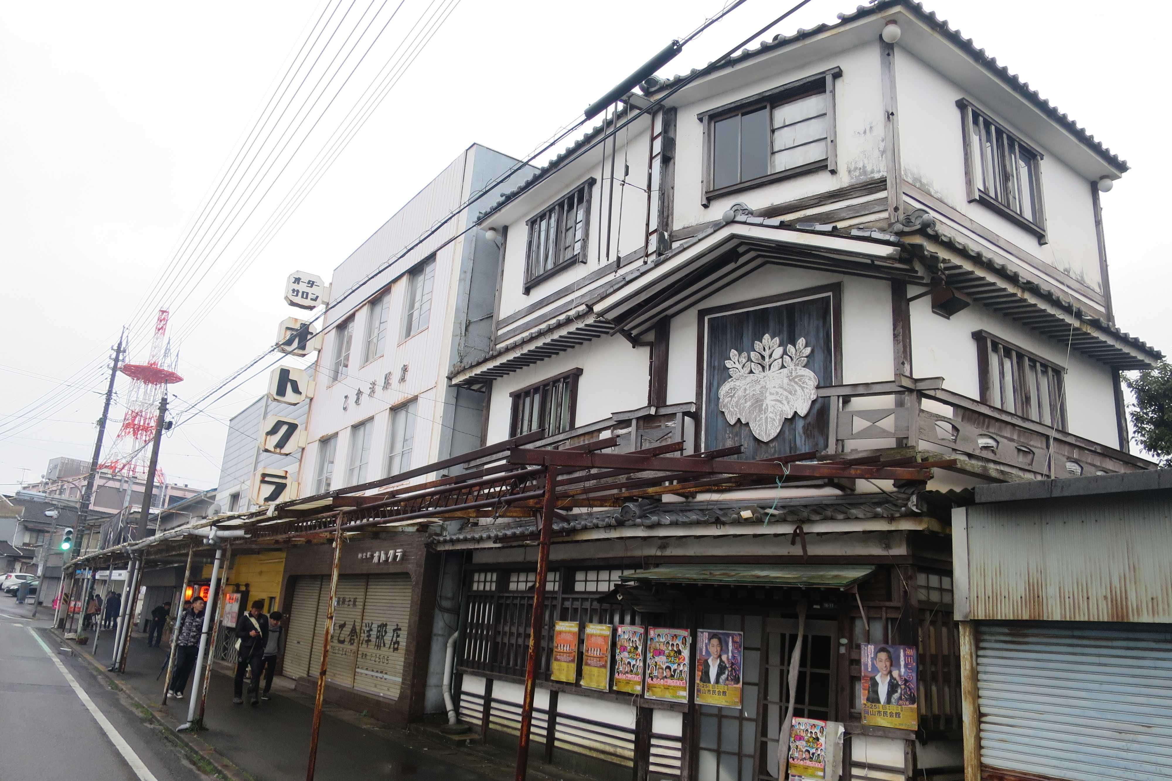 西大寺・観音院通り 古い建物