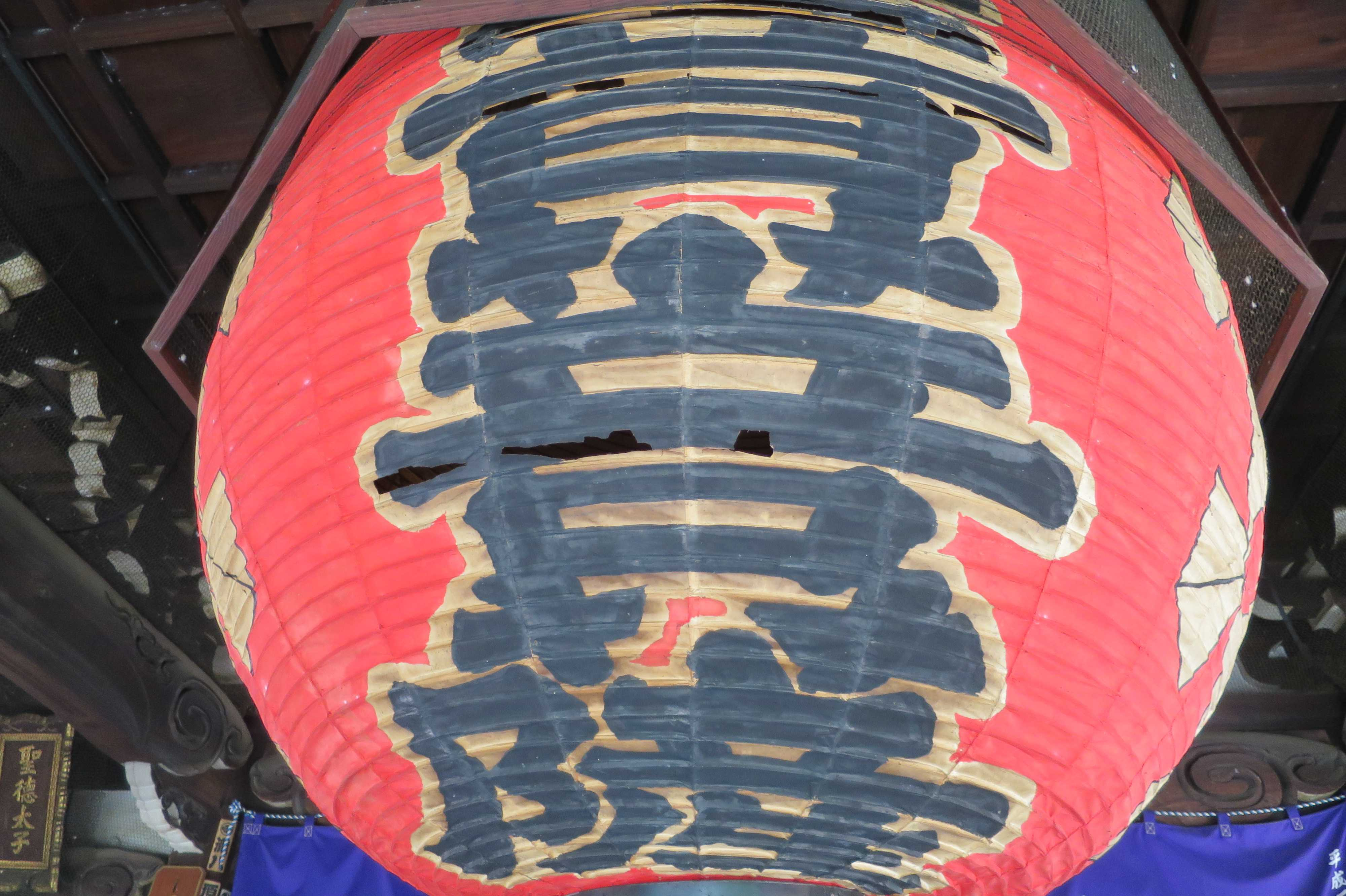 京都・六角堂の赤い大きな提灯
