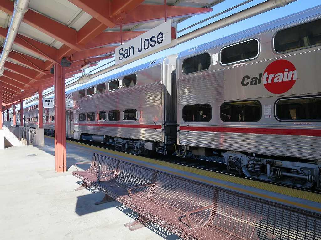 カルトレインが停車するサンノゼ・ディリドン駅ホーム