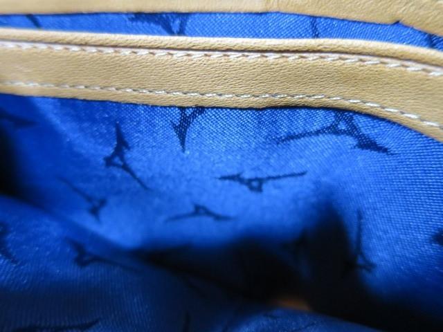ミズノ(Mizuno)の牛革二つ折りサイズ財布の内側