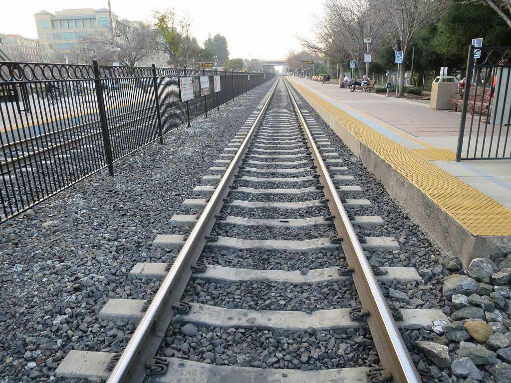 サニーベール駅 - カルトレインの線路