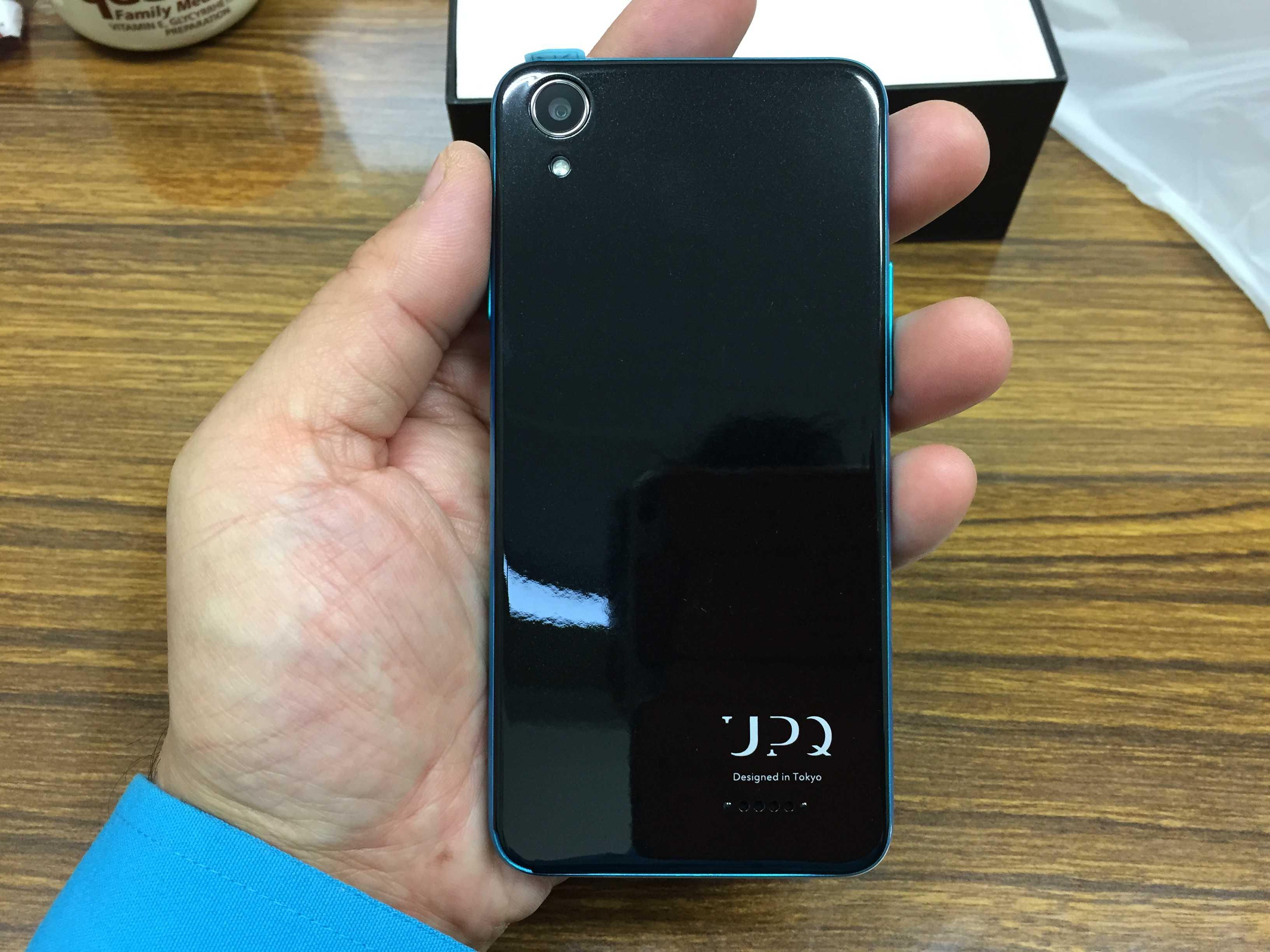 SIMフリースマホ: UPQ(アップ・キュー)Phone A01 - 裏面