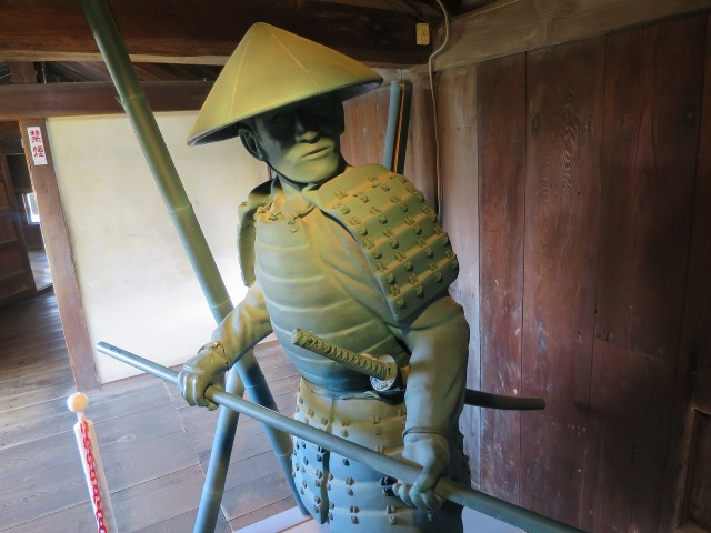 高知城の兵士の像