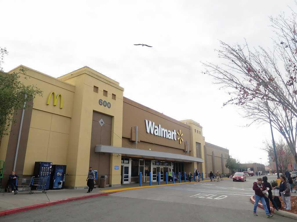 スタンフォード大学郊外のウォルマート(Walmart)