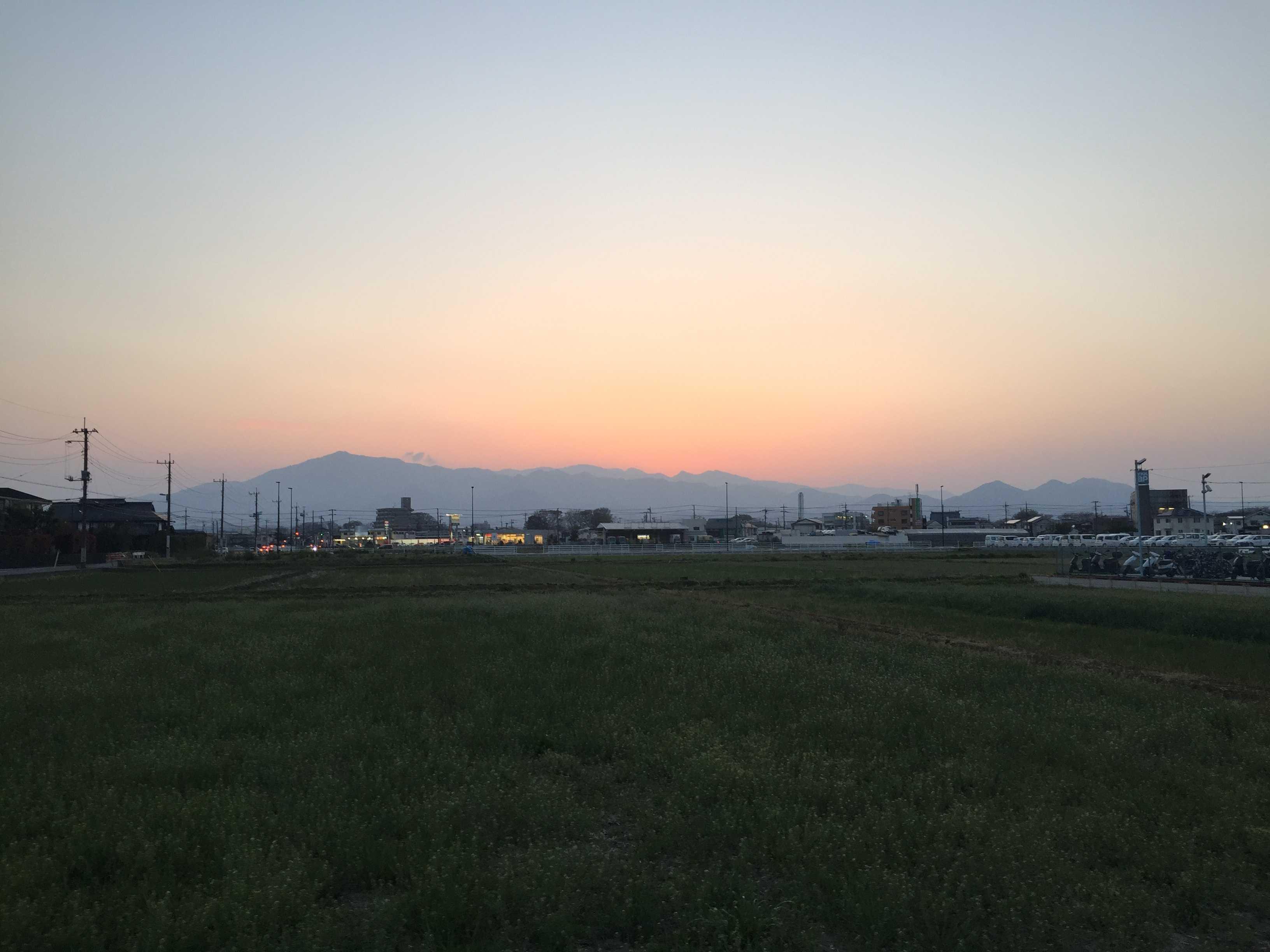 JR海老名駅前から望んだ夕暮れの大山