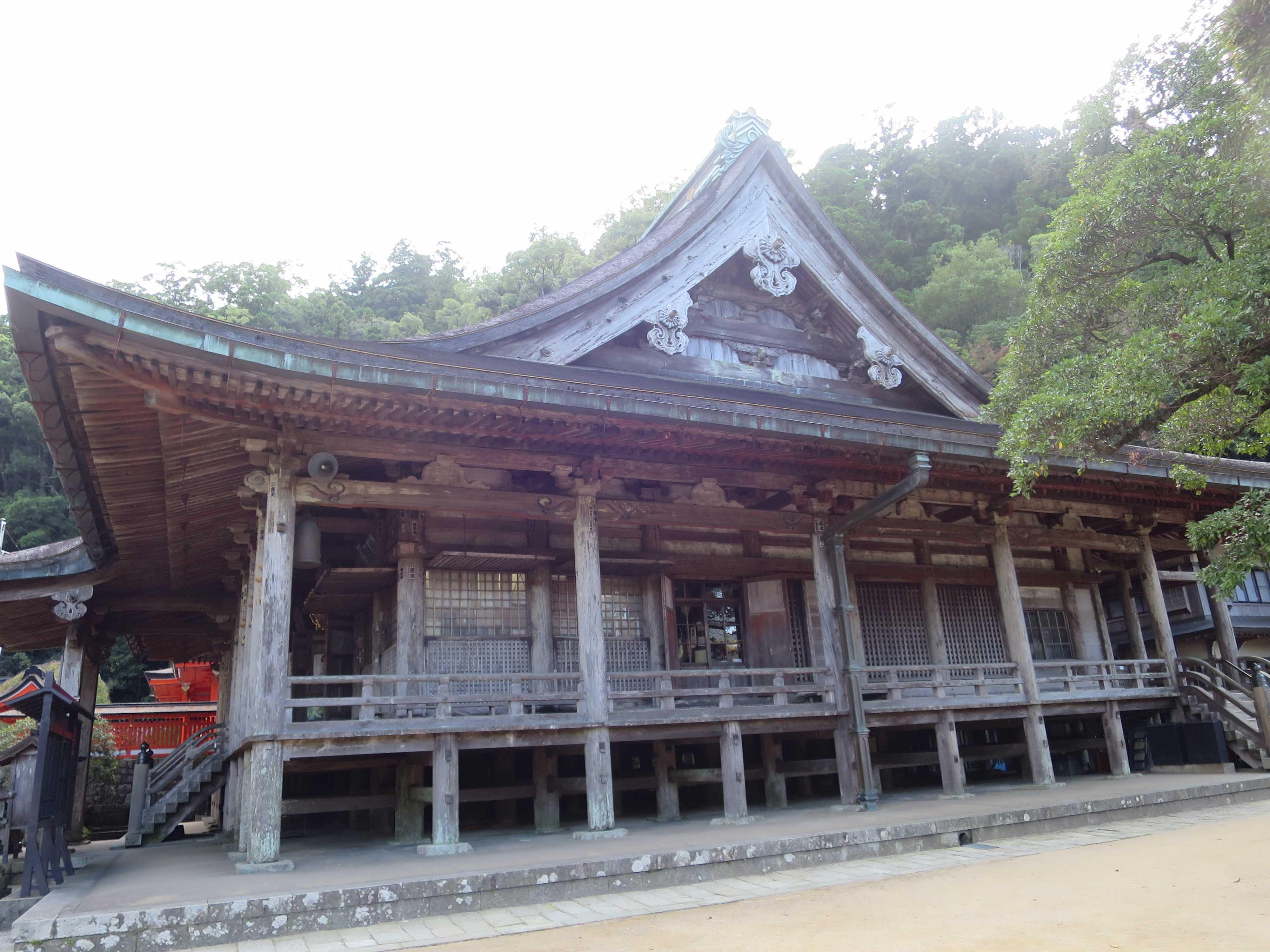 青岸渡寺は古くは那智山の「如意輪堂」として熊野那智大社と一体でした。