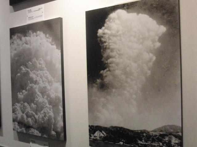 原爆投下時の巨大なキノコ雲