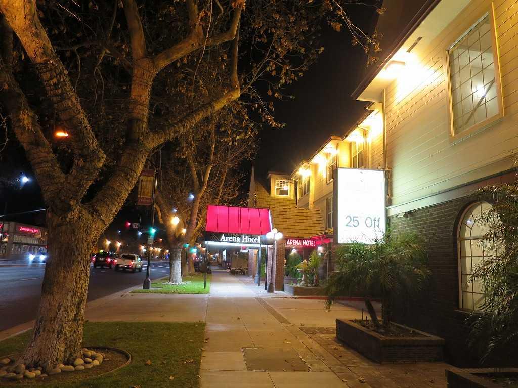 サンノゼ - 夜のアリーナホテル(Arena Hotel)