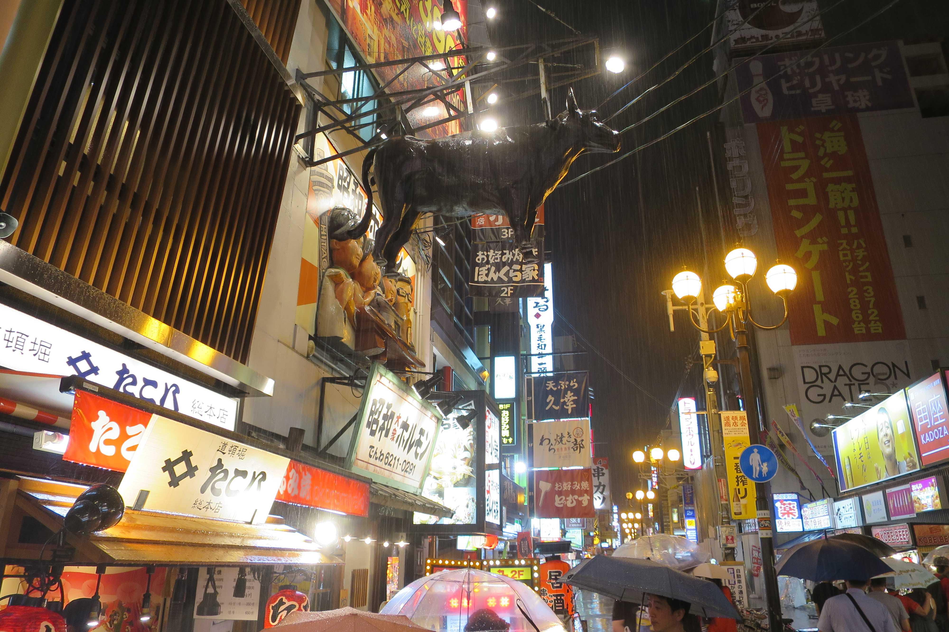 昭和大衆ホルモン 道頓堀店の牛(ウシ)オブジェ