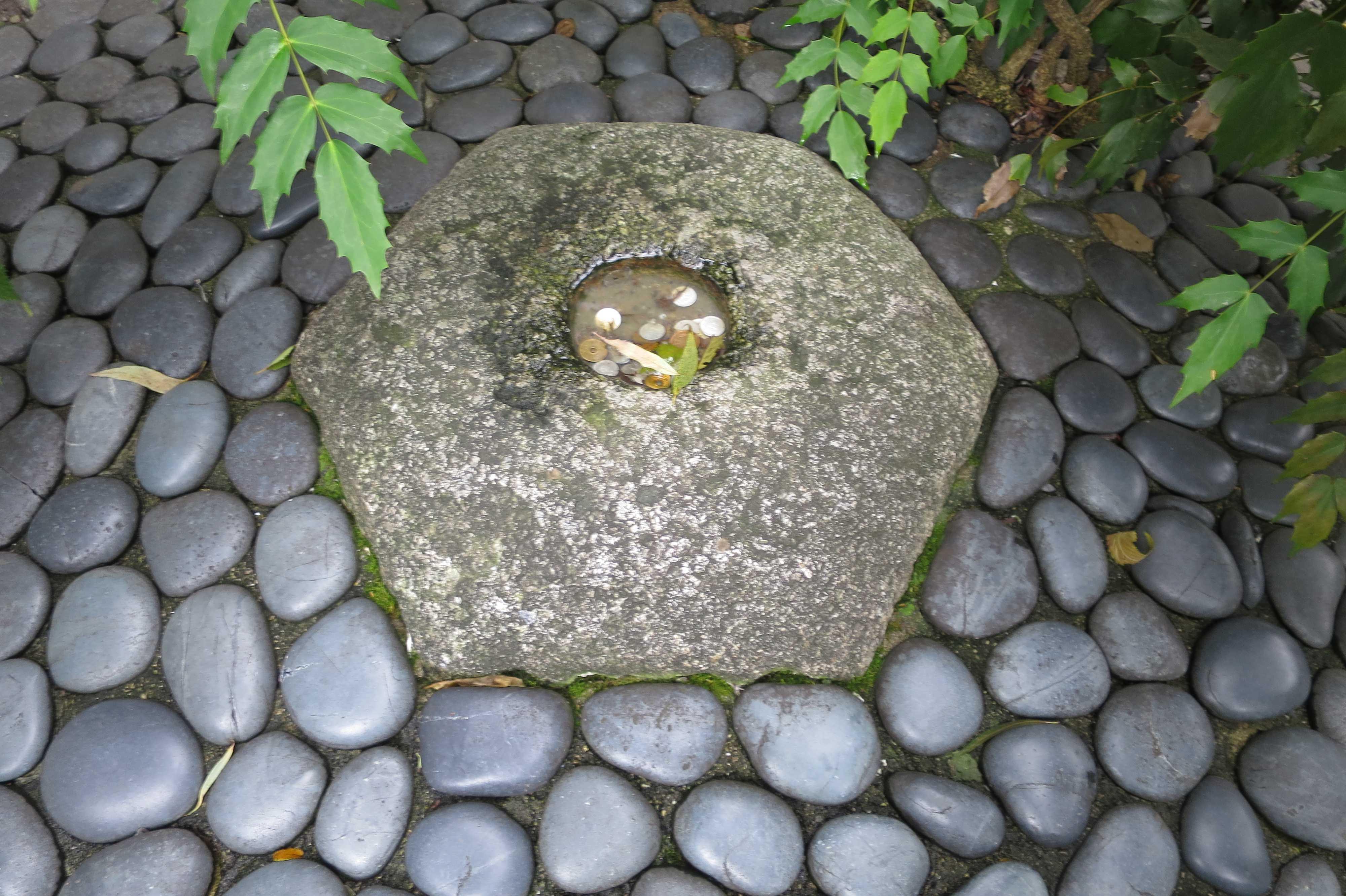 京都・六角堂 - へそ石(本堂古跡の石)