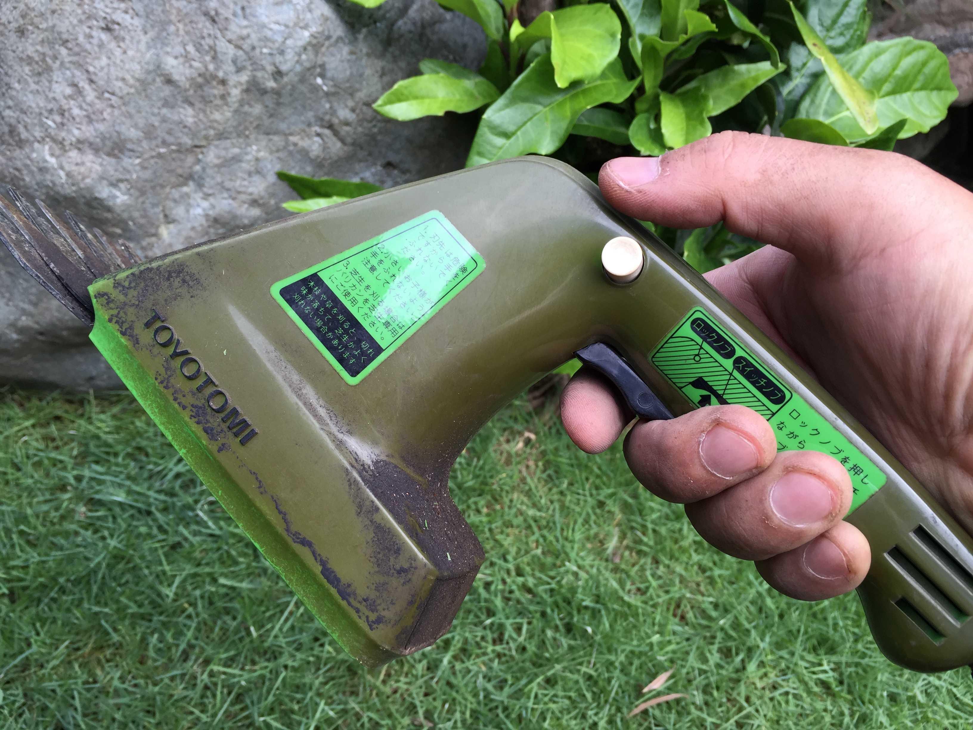 ハンディタイプの芝刈り機