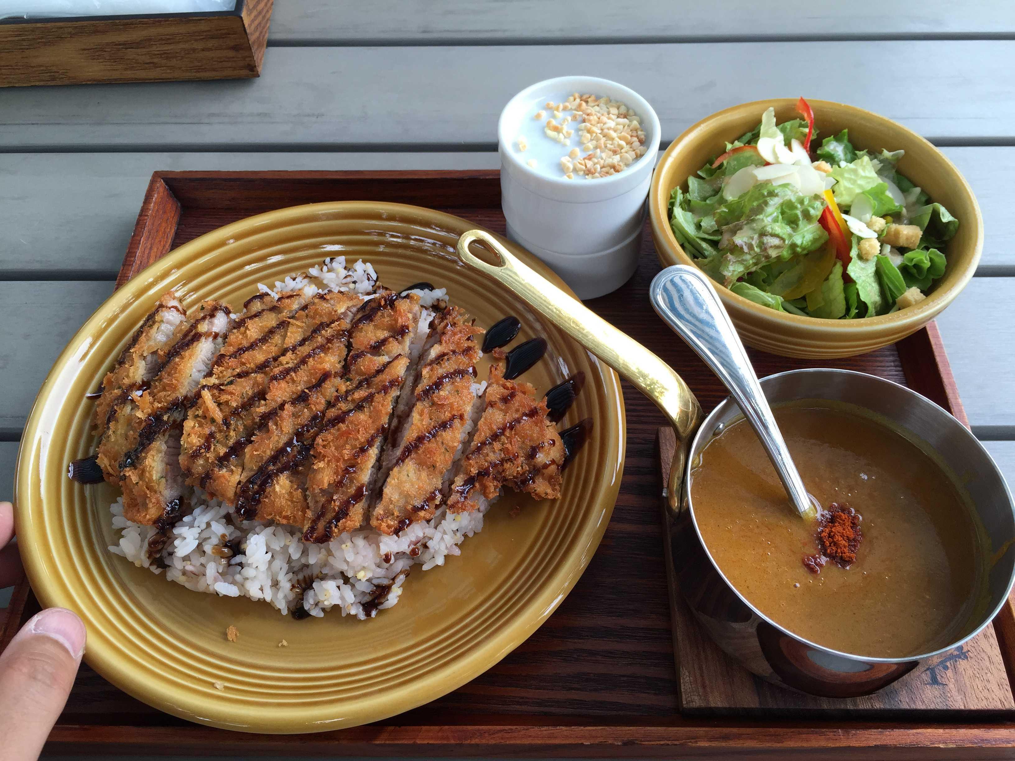 バルサミコ酢カレー(山形米澤豚のカツカレー)