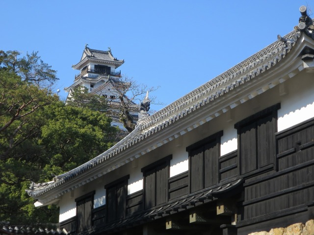 高知城の本丸と追手門