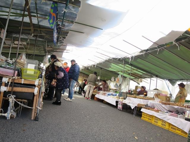 高知・日曜市のテント