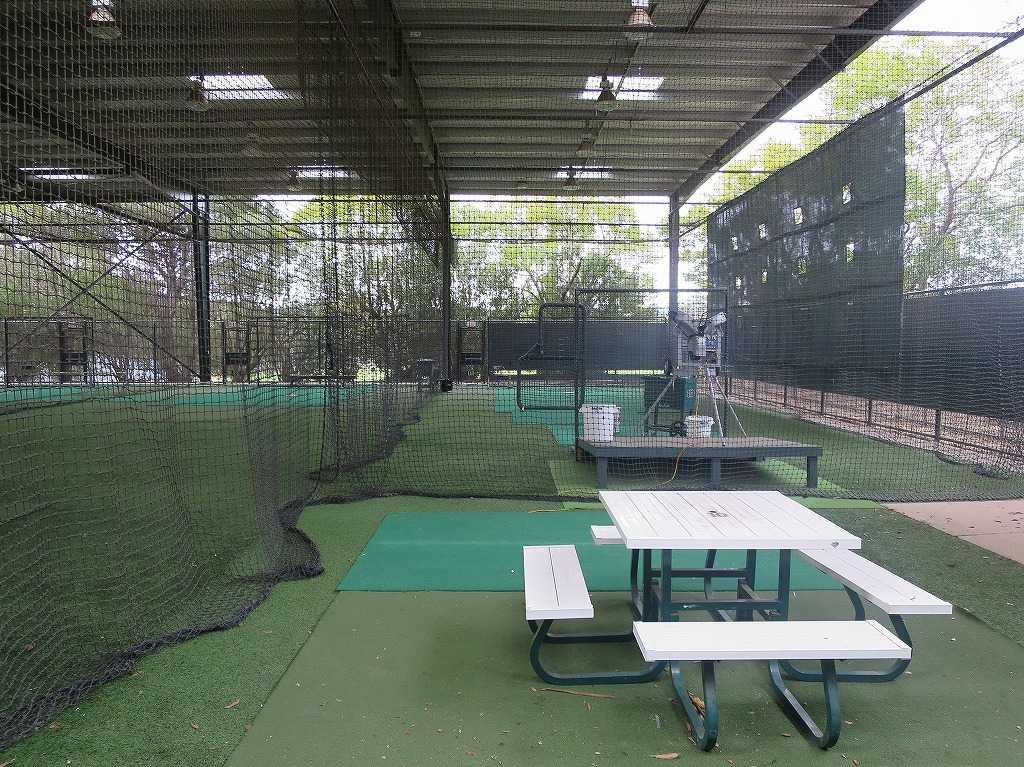 スタンフォード大学野球部の室内練習場