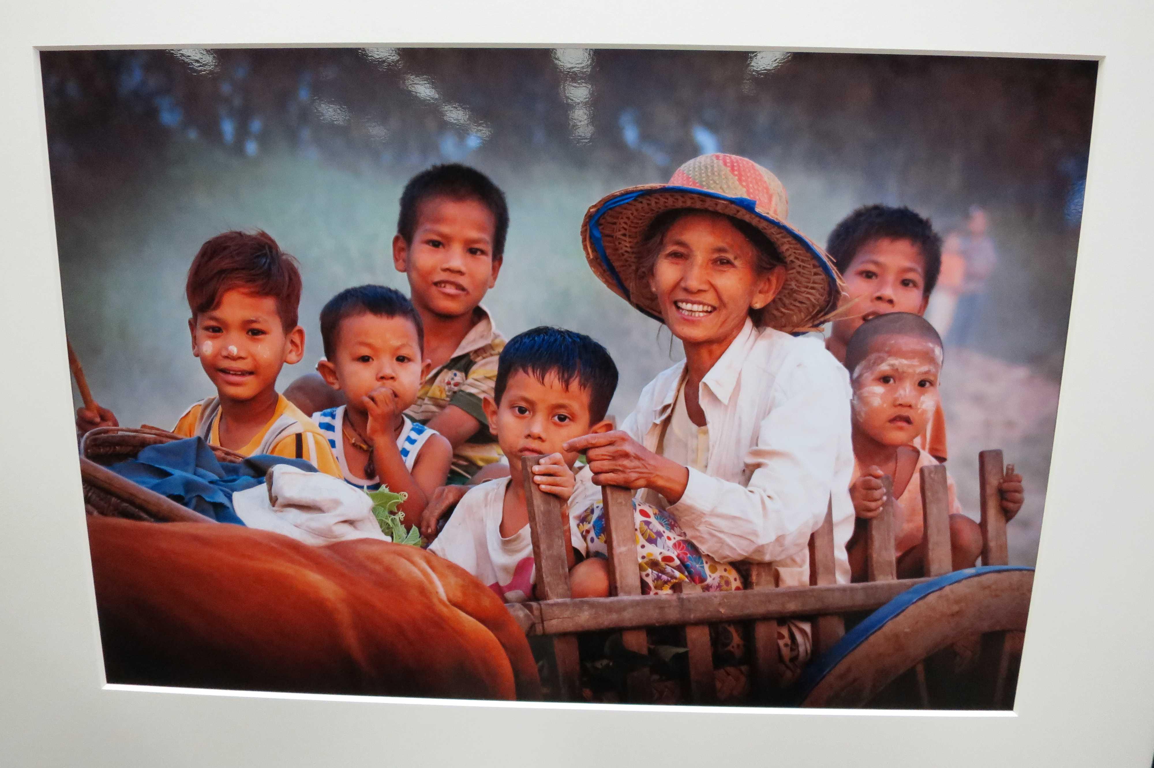 最優秀賞 A FAMILY T LINN PAING(リン パイン) - 日本・ミャンマー交流写真展