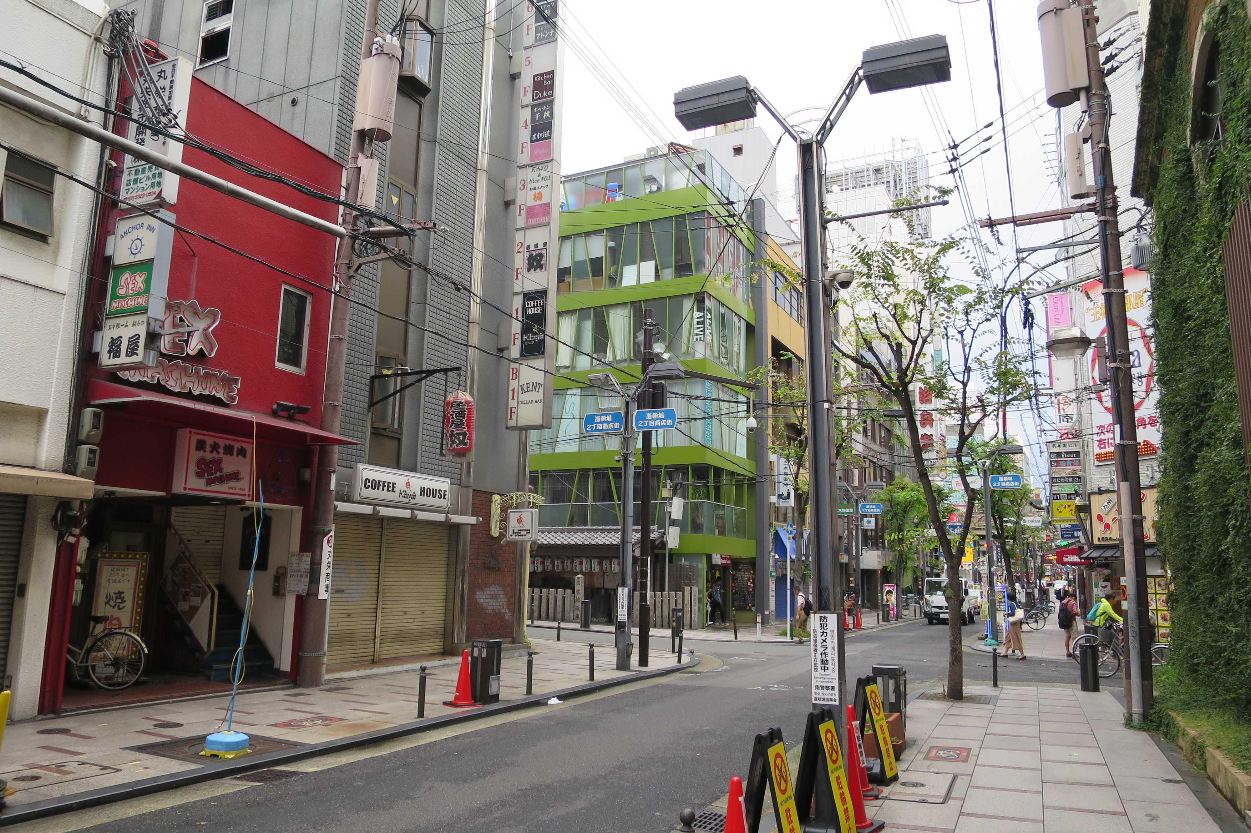 大阪・道頓堀 - ニュージャパンカプセルホテルの前の道路