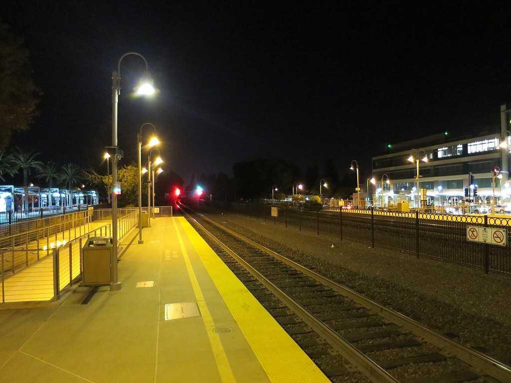 夜のパロアルト駅(Palo Alto Station)