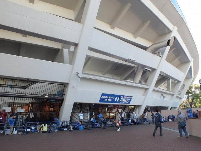 開場を待つベイスターズファン - 横浜スタジアム
