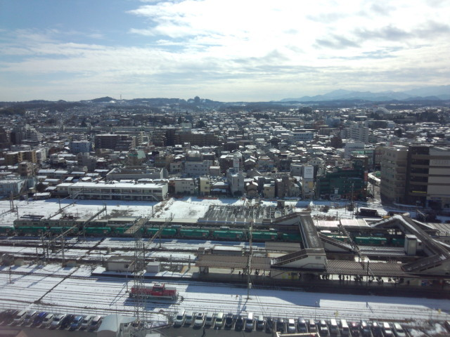 雪が降った後の八王子駅南口側の風景