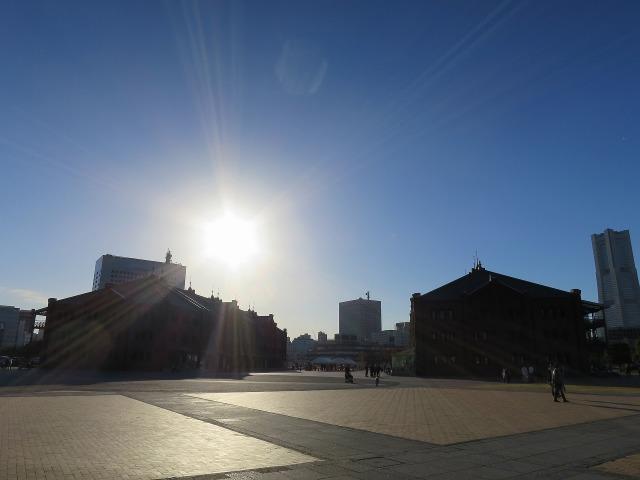 赤レンガ倉庫と夕陽