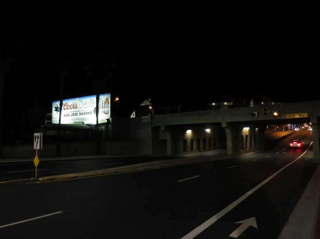 夜のザ・アラメダ通り(The Alameda)