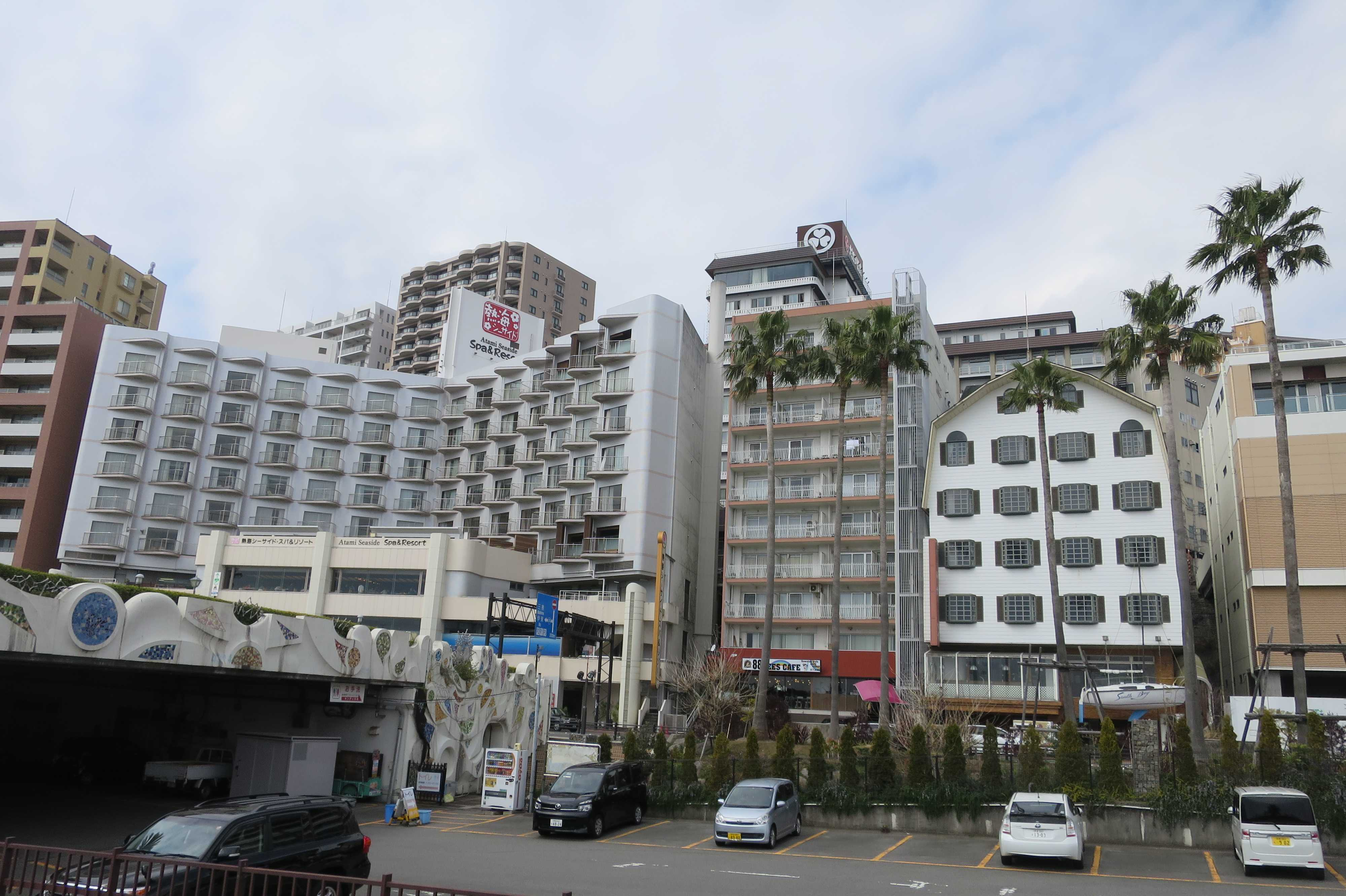熱海 - 海沿いの建物群
