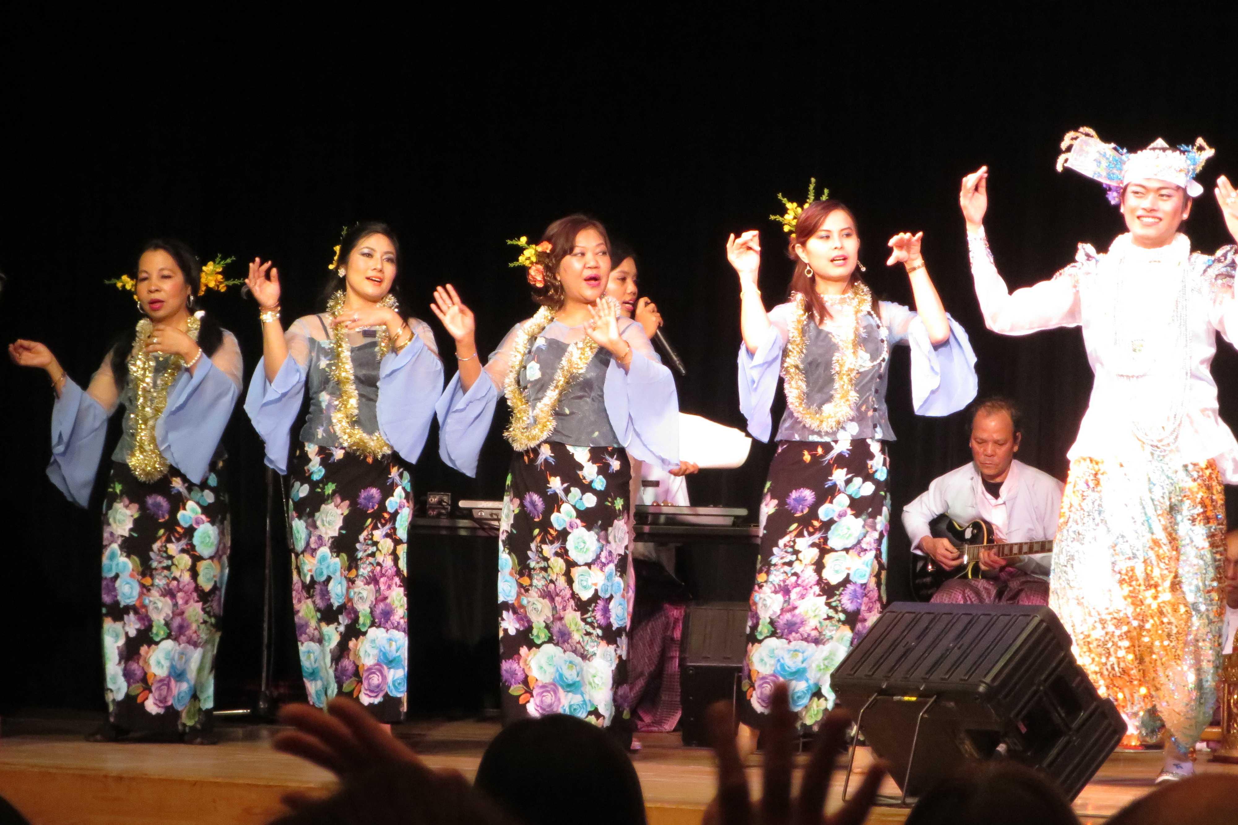 ミャンマーの伝統的な踊り - ミャンマー祭り2016