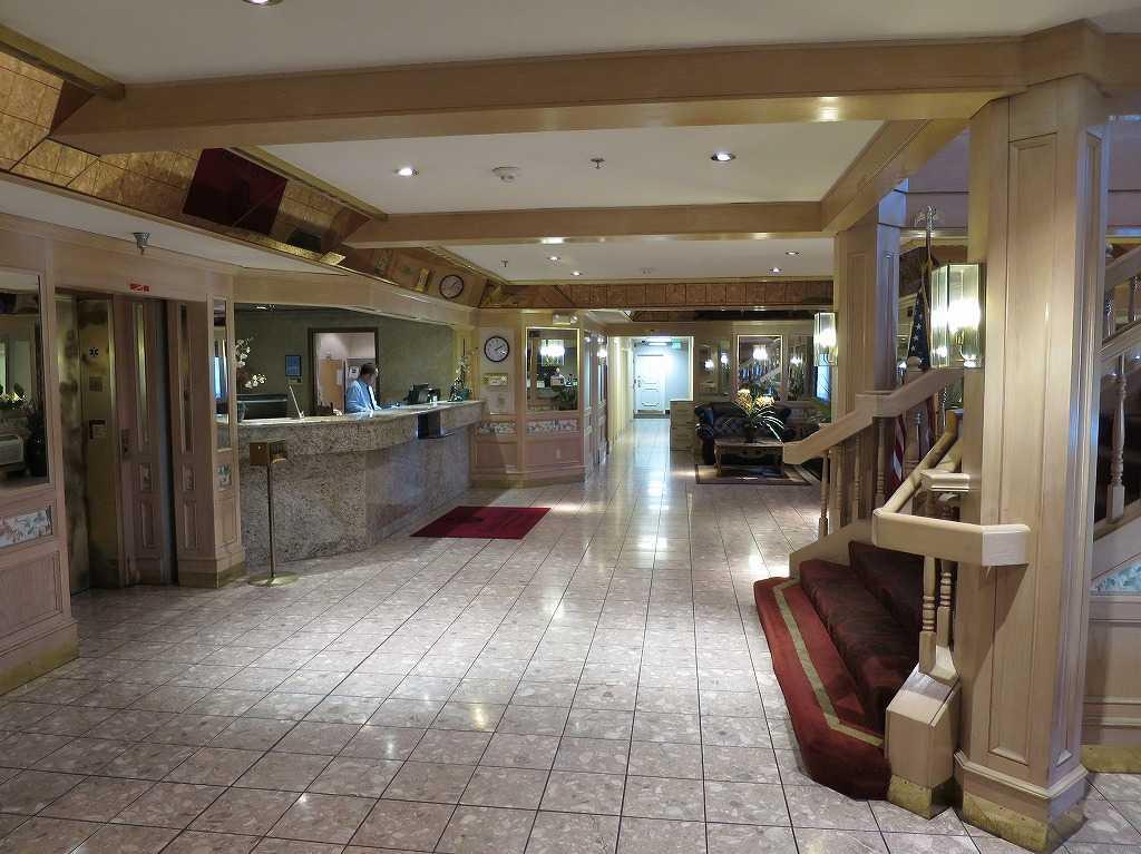 サンノゼ - アリーナホテルのフロント