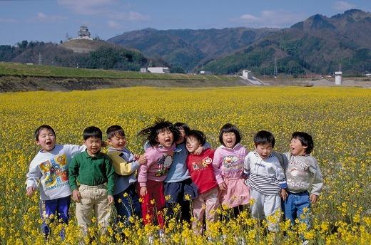 「菜の花と子どもと河原城」 鳥取県鳥取市河原町