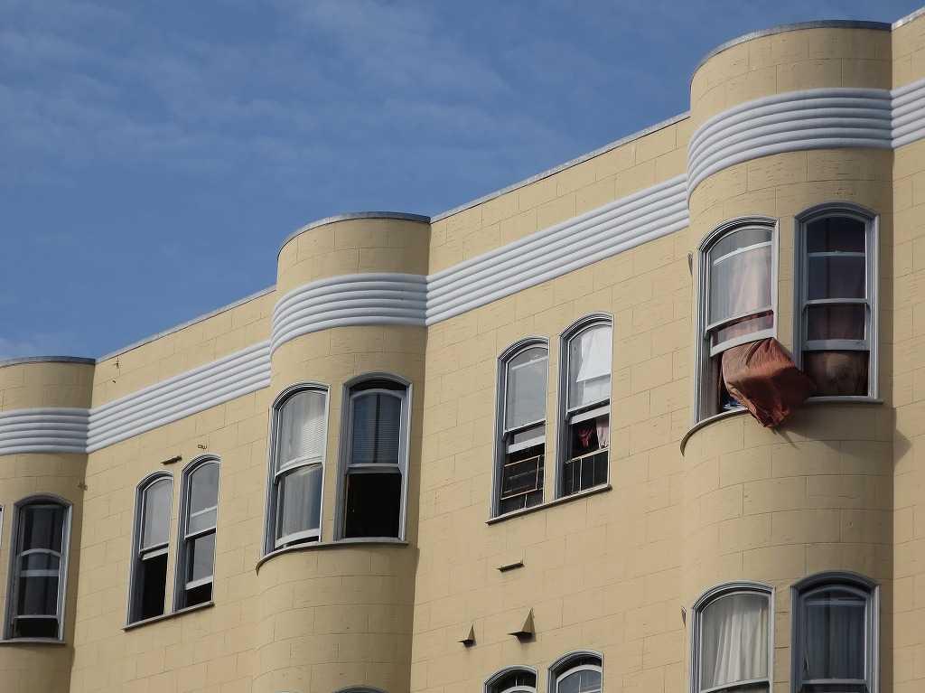 サンフランシスコ - 味わいのある窓とカーテン