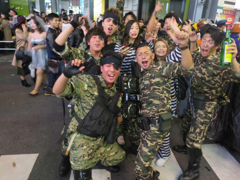 渋谷ハロウィーン - 迷彩服を着た軍人たち