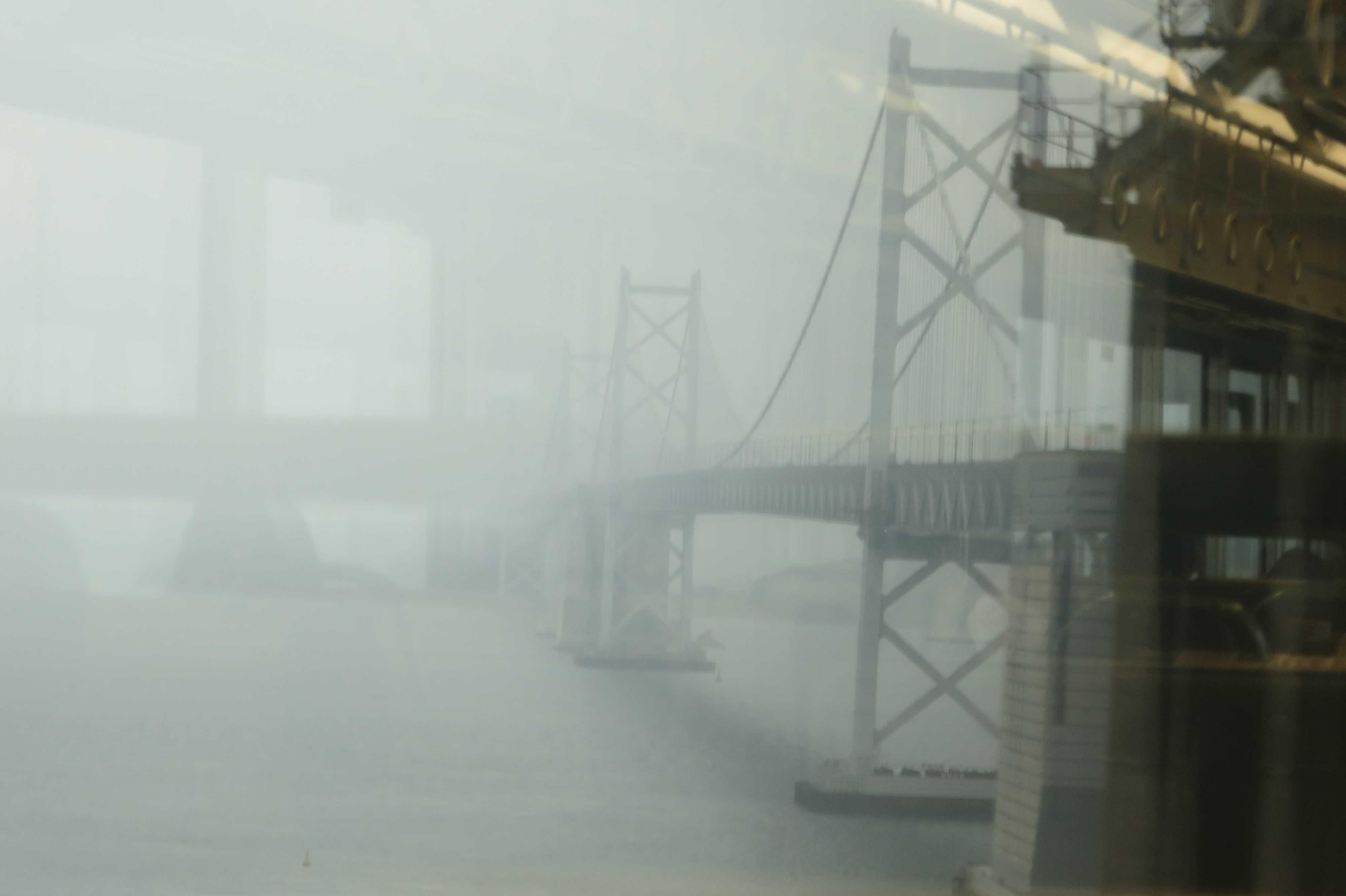 坂出側から見えた瀬戸大橋