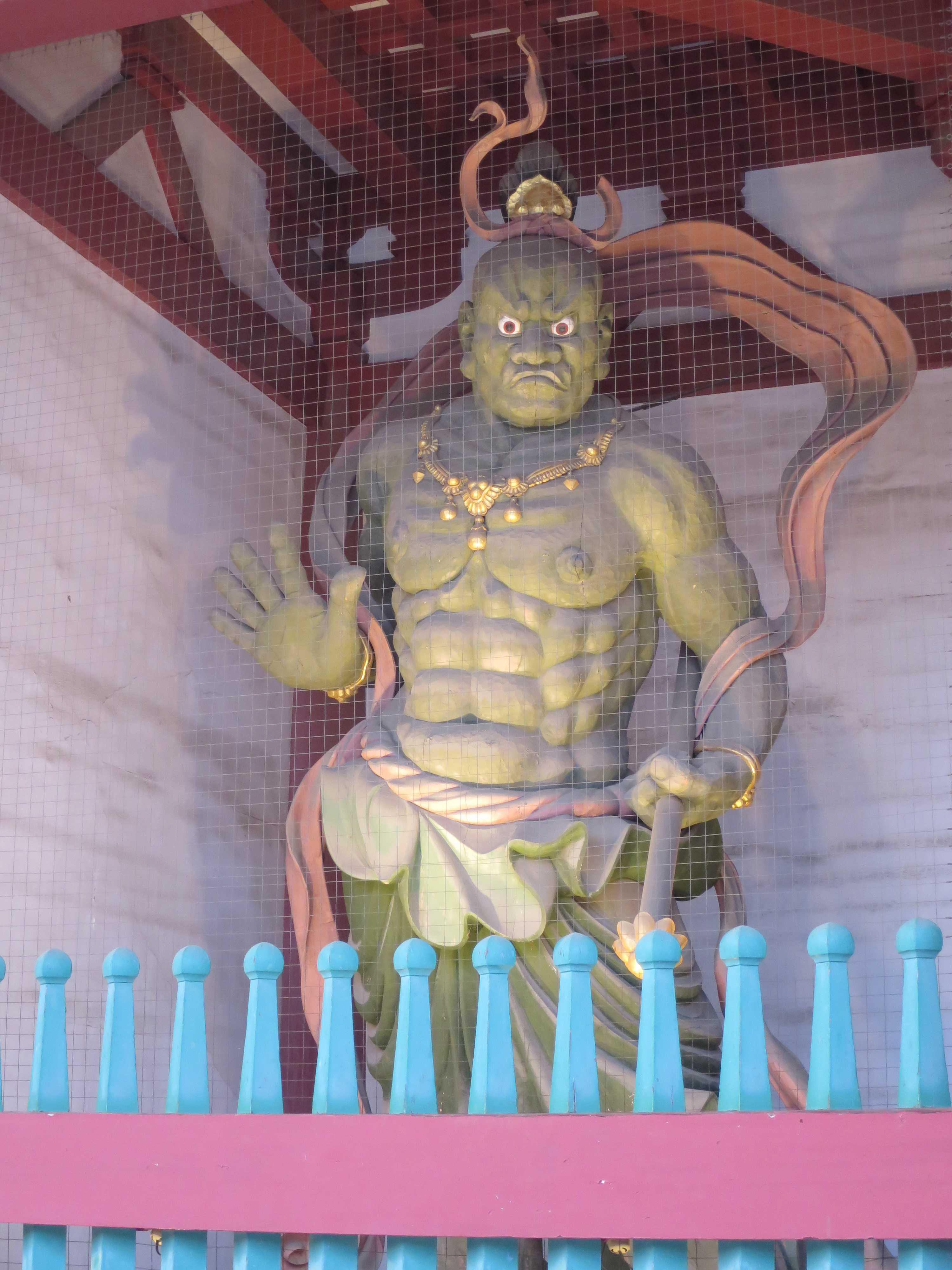 四天王寺 ライトアップされた仁王門の吽形