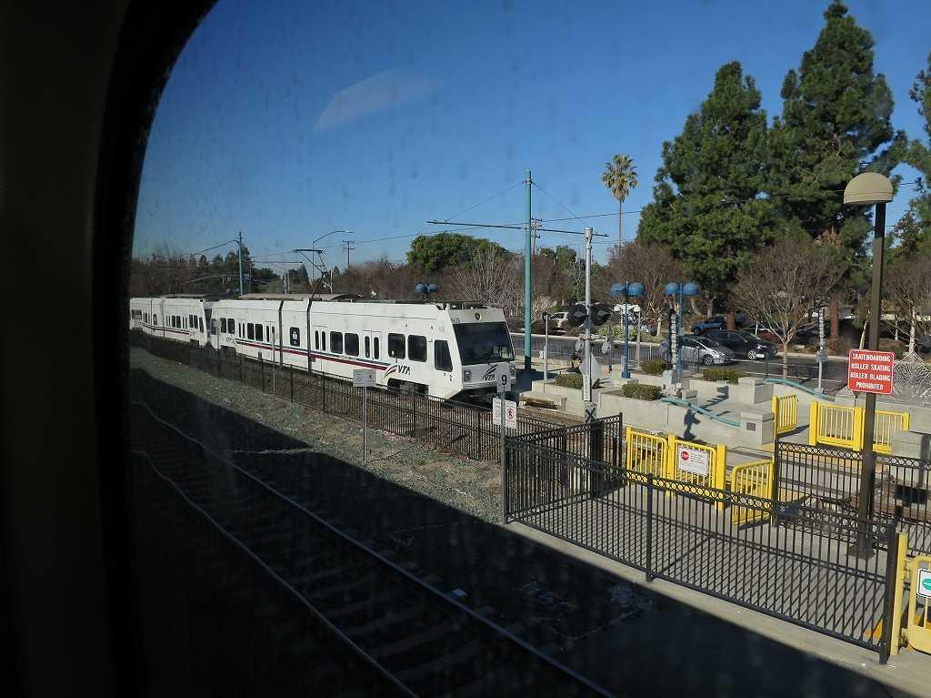 カルトレインの車窓 40 - Mountain View 駅 VTAのライトレール(マウンテンビュー - ウィンチェスター線)