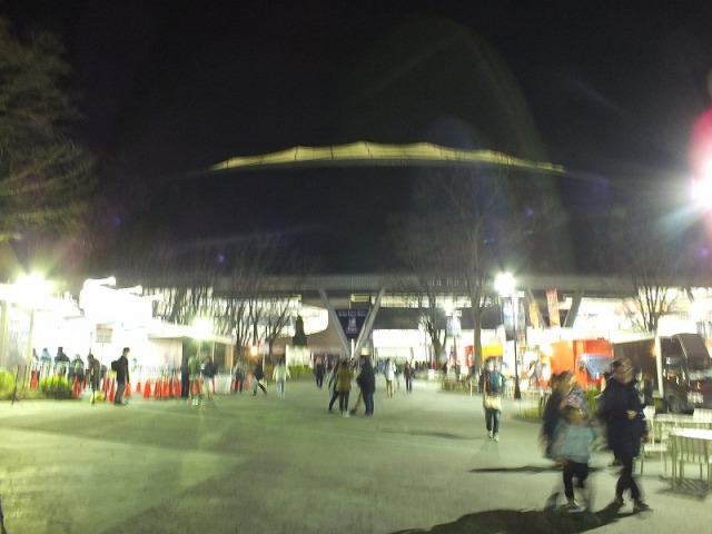 夜空に浮かび上がる西武ドーム