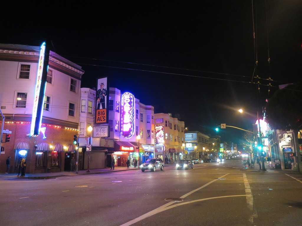 夜のサンフランシスコ・ブロードウェイ(Broadway)