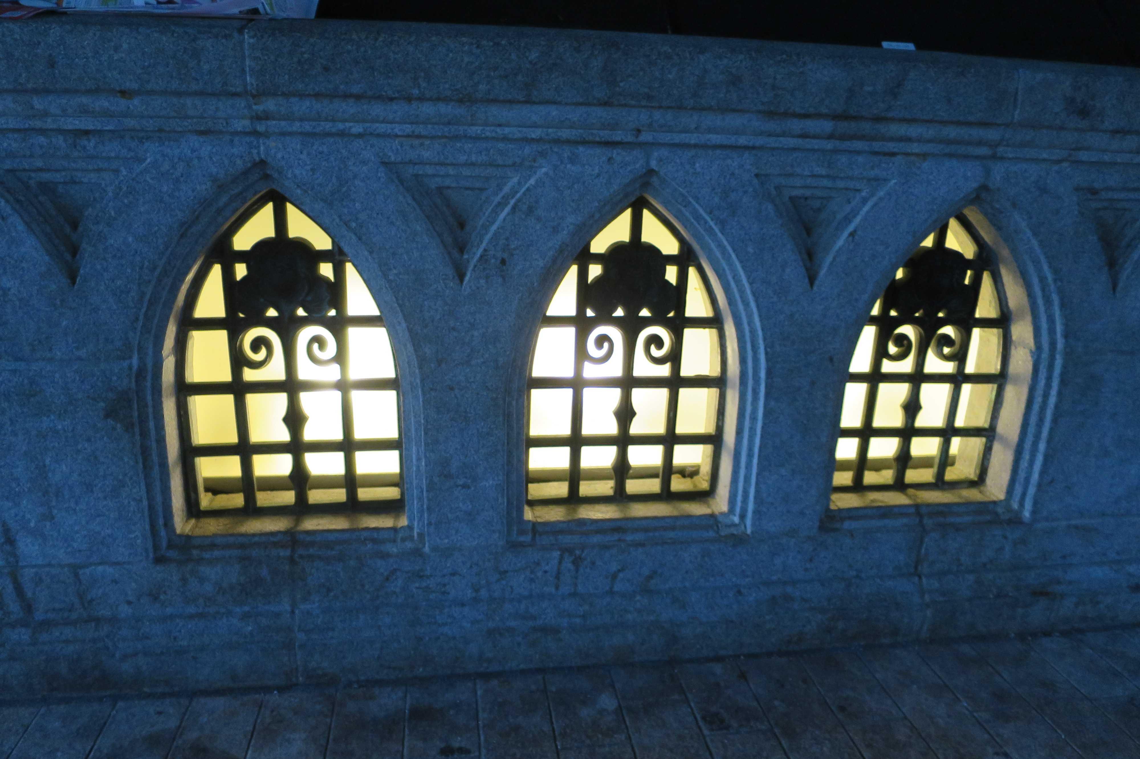 戎橋の真下の照明(明かり)